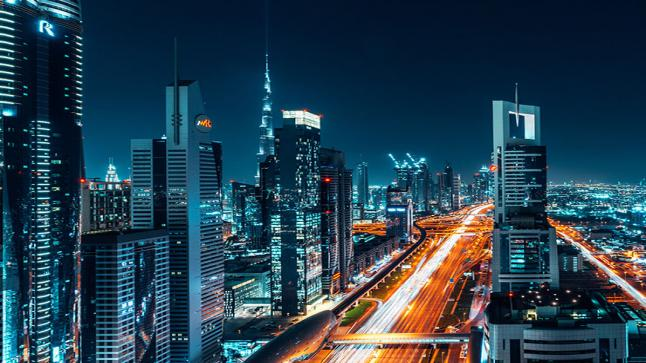 الإمارات تمنح الجنسية للمستثمرين والموهوبين