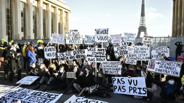 لماذا خرج الفرنسيون يحتجون ضد قانون يمنع تصوير الشرطة أثناء أدائها عملها؟