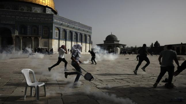 في القدس الشرقية المحتلة: وفي باحات المسجد الأقصى خلال زيارة مئات اليهود للصلاة