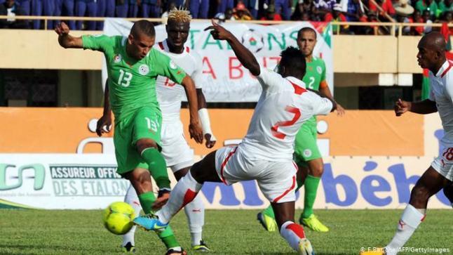 """يحتل المنتخبان البوركينابي والجزائري الصدارة برصيد أربع نقاط مع أفضلية الأهداف لـ""""الخُضر"""""""