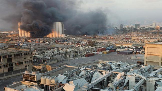عشرات القتلى والجرحى في انفجار عنيف بمرفأ بيروت