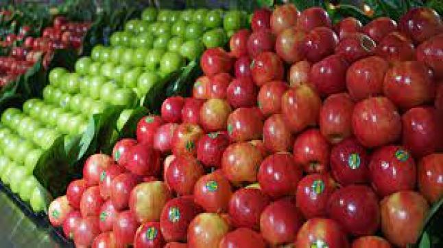 الفواكه والخضروات المستوردة المعروضة بالأسواق